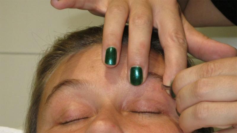 Augenbrauenbehandlung-Estaetix-Kosmetikerin-Janette Mourad-Ebstorf