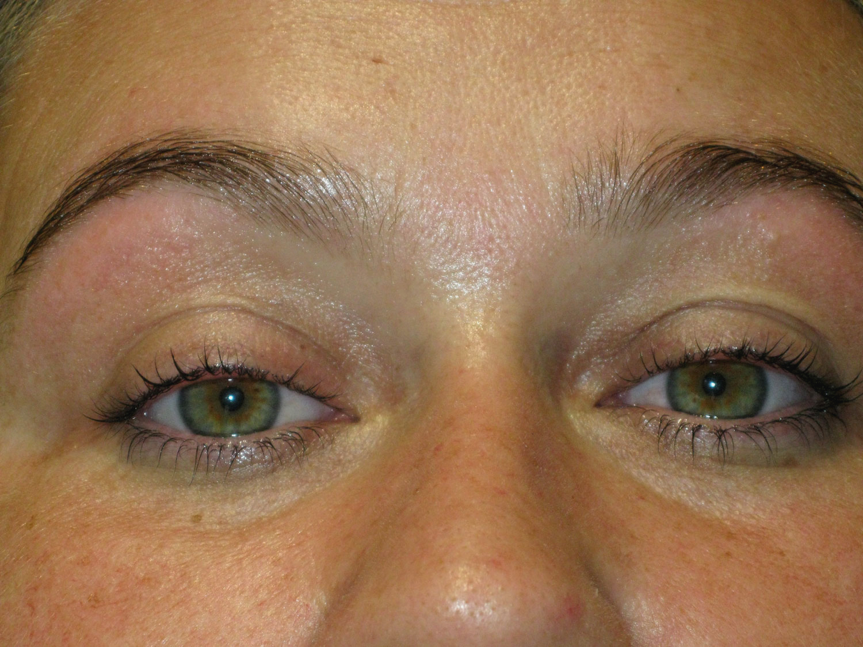 Professionelles Augenbrauen- und Wimpernfärben bei Estaetix